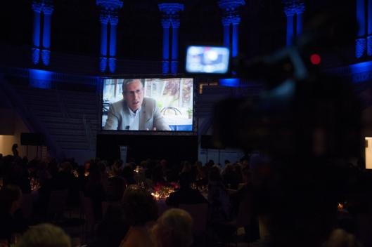 Proyección del vídeo durante la cena